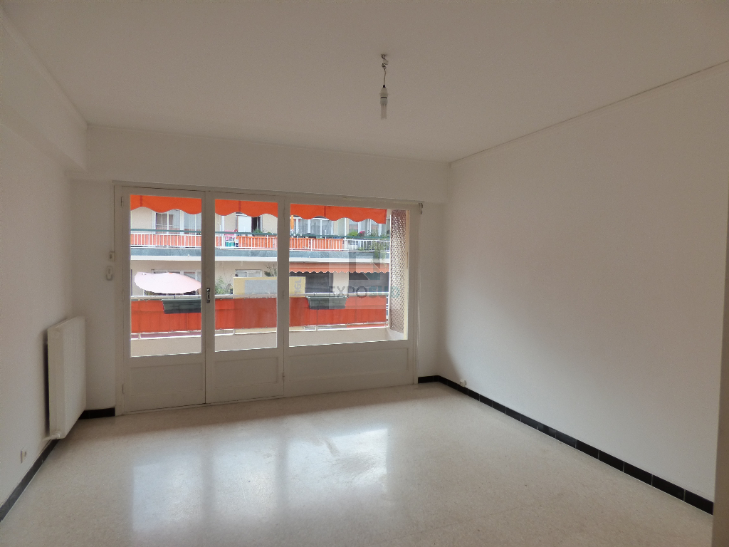 Location Appartement ANTIBES surface habitable de 59 m²
