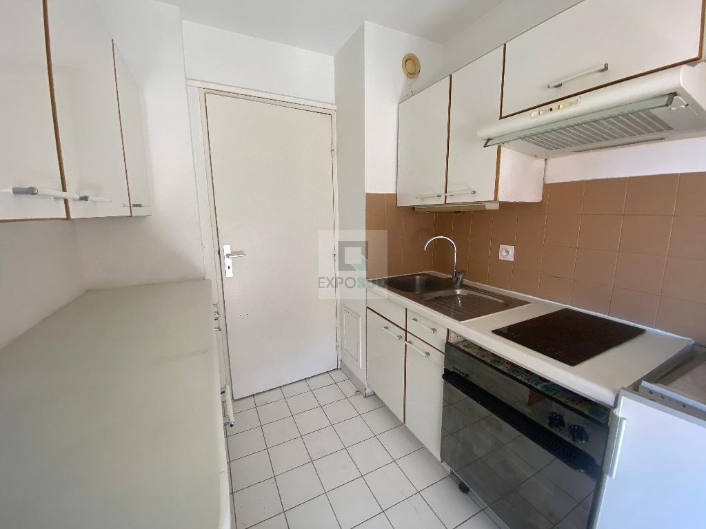 Location Appartement ANTIBES séjour de 19 m²
