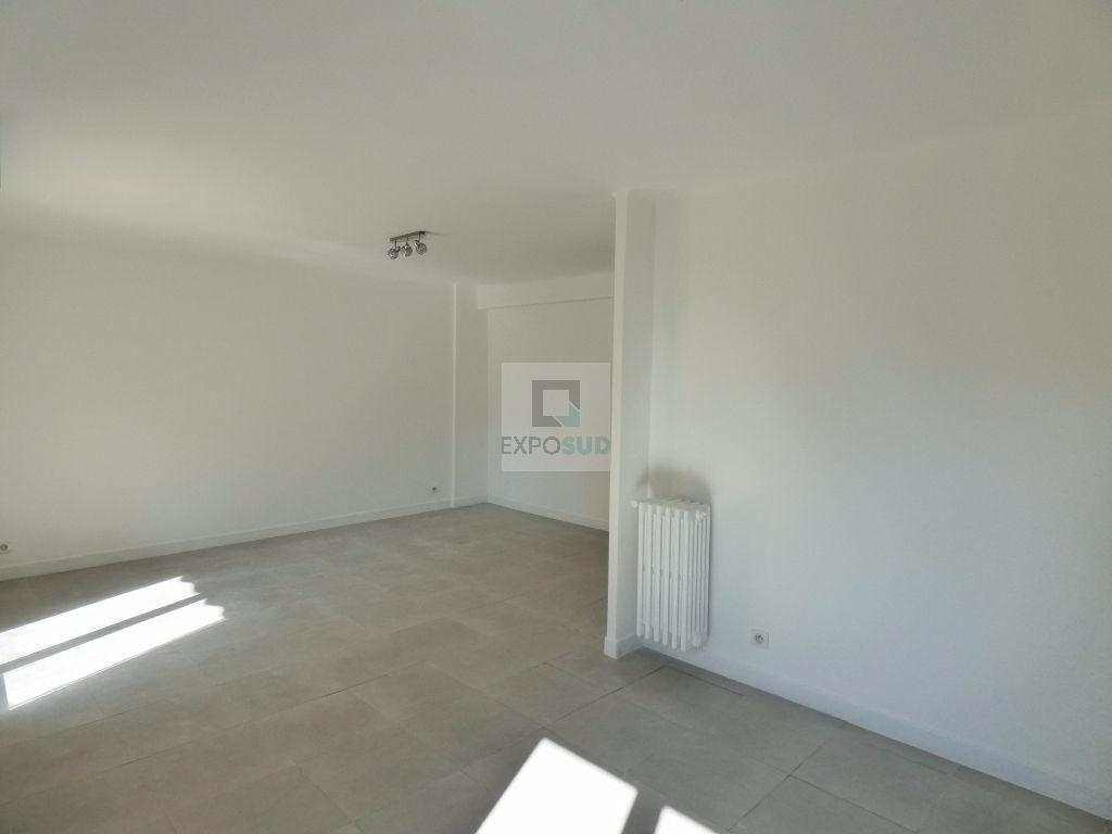 Location Appartement ANTIBES séjour de 18 m²