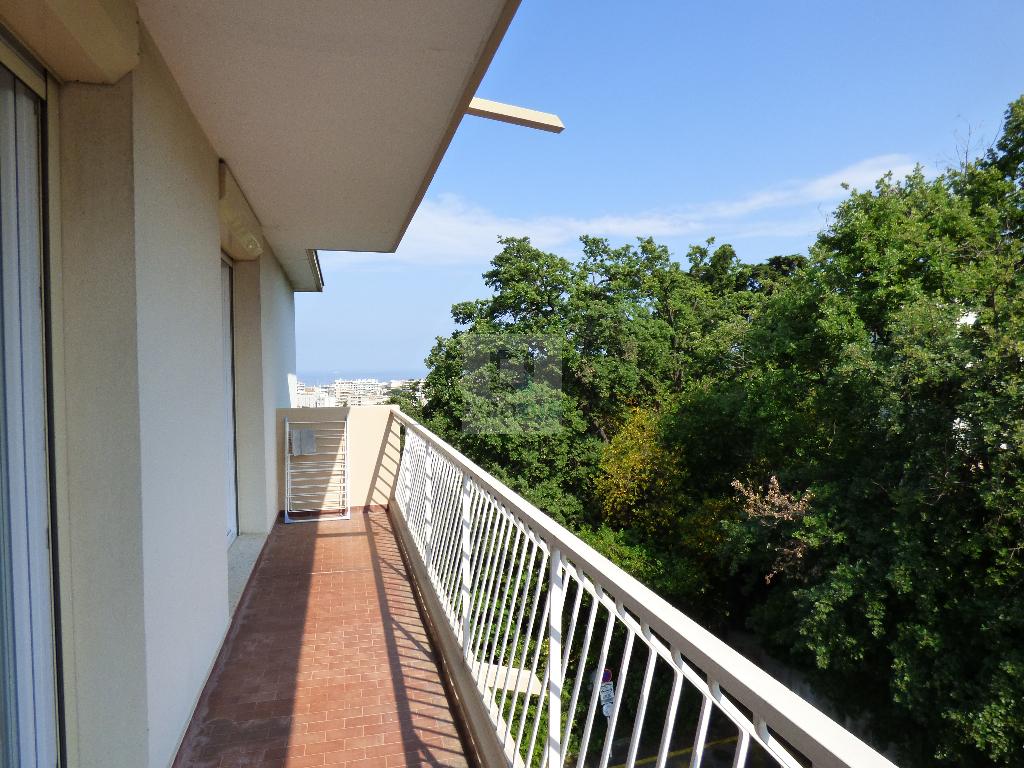 Location Appartement ANTIBES surface habitable de 65 m²