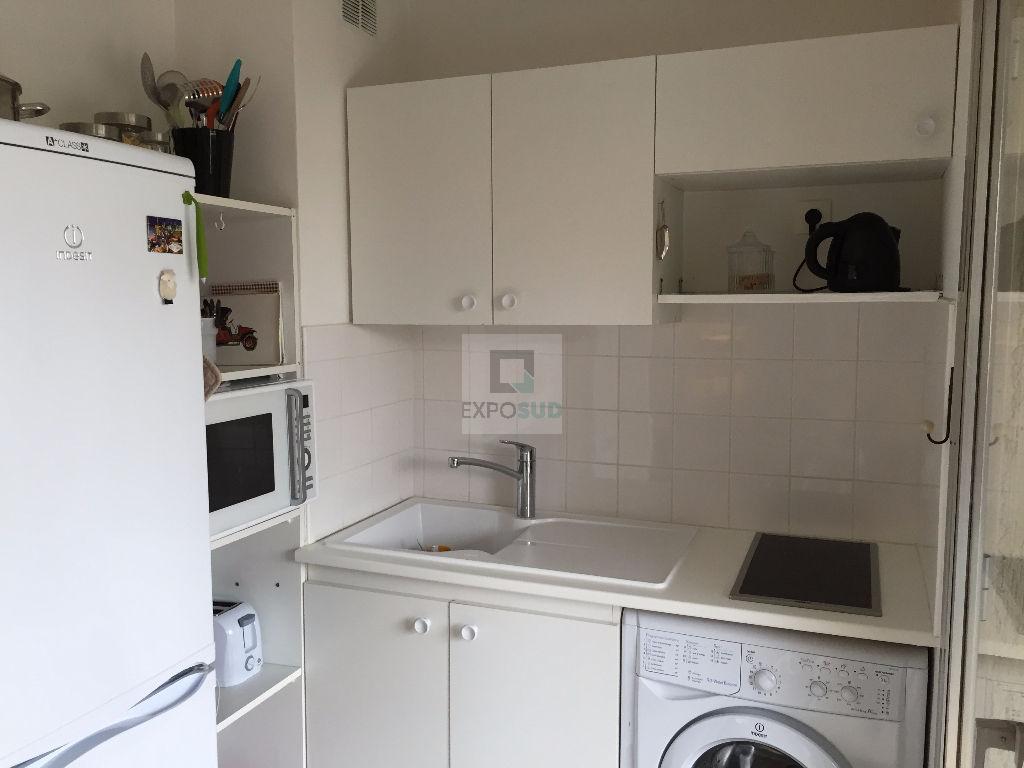 Location Appartement ANTIBES séjour de 26 m²