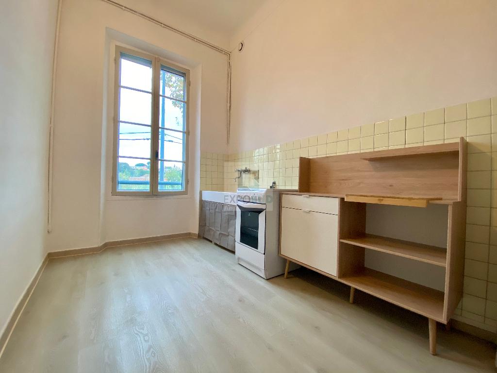 Location Appartement ANTIBES independanteamenageeequipee cuisine