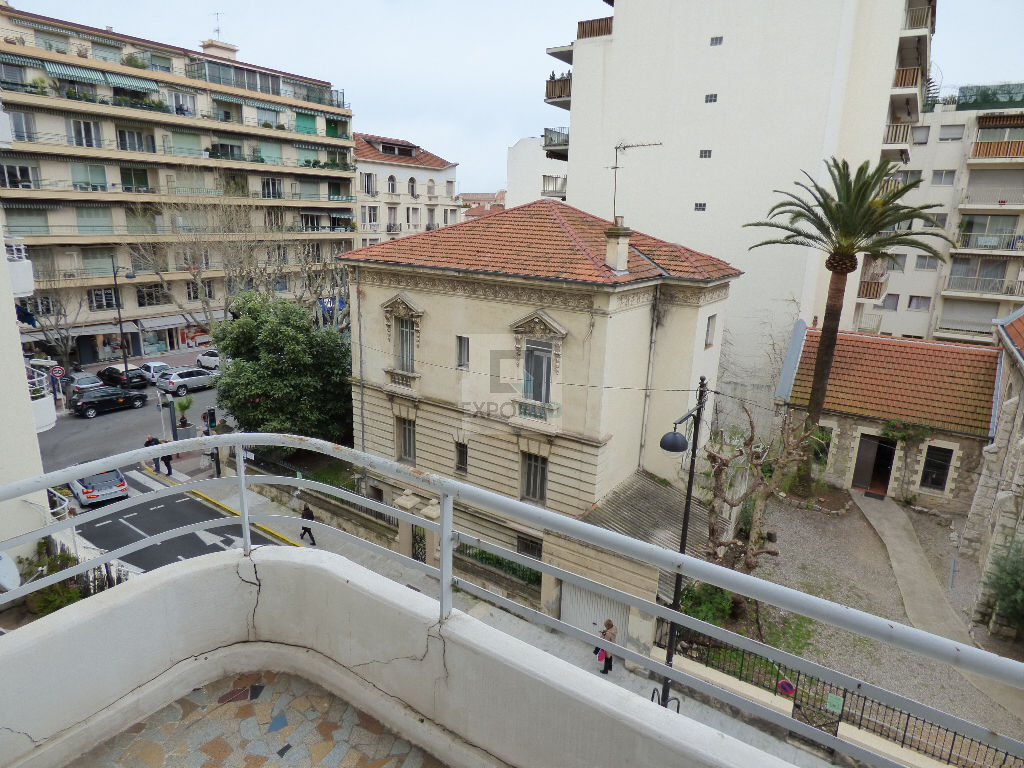 Location Appartement ANTIBES surface habitable de 57 m²