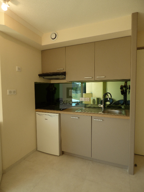 Location Appartement ANTIBES ouverte cuisine
