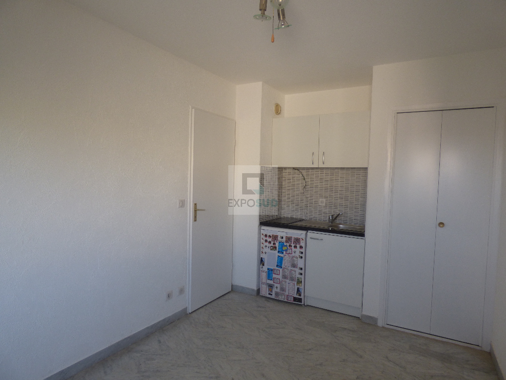 Location Appartement ANTIBES surface habitable de 15.86 m²